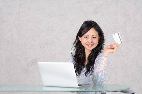 生命保険 デビットカード 大半が対応していない